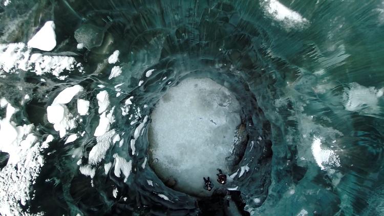 Cuevas de Alaska grabadas con Drones y GoPro